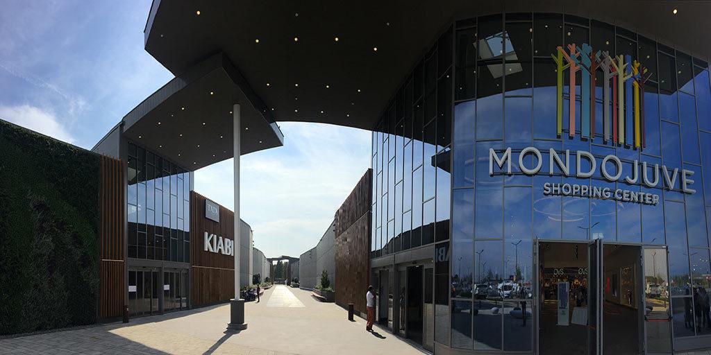 Apre Mondojuve, centro commerciale nel segno bianconero